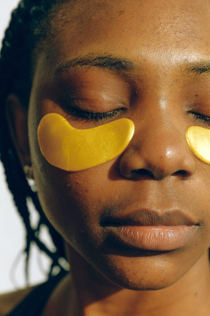 treat dark circles around eyes to look younger